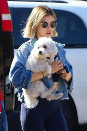 Lucy Hale at a Dog Park in Los Angeles 2018/11/20 6