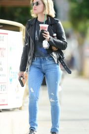 Lucy Hale in Denim Out in Los Angeles 2018/10/19 7