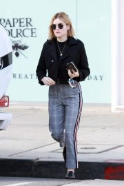 Lucy Hale Out in Studio City 2018/11/28 9