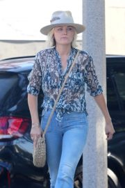 Malin Akerman Out for Lunch in Hollywood 2018/11/05 7