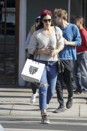 Mandy Moore Out Shopping in Los Angeles 2018/11/24 3