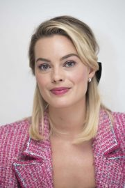 Margot Robbie at Mary Queen of Scots Press Conference in Los Angeles 2018/11/17 3