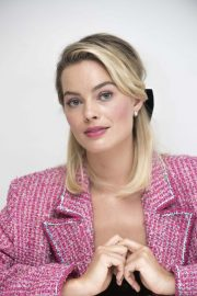 Margot Robbie at Mary Queen of Scots Press Conference in Los Angeles 2018/11/17 6