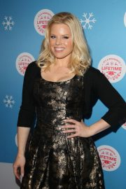 Megan Hilty at Gingerbread House Experience in Los Angeles 2018/11/14 1