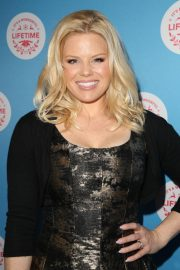 Megan Hilty at Gingerbread House Experience in Los Angeles 2018/11/14 2