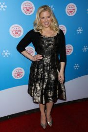 Megan Hilty at Gingerbread House Experience in Los Angeles 2018/11/14 6