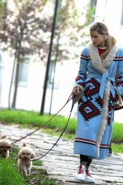 Michelle Hunziker Out with Her Dogs in Milan 2018/11/21 6