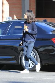 Mila Kunis Out for Coffee in Studio City 2018/11/27 6