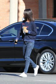 Mila Kunis Out for Coffee in Studio City 2018/11/27 7