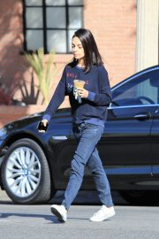 Mila Kunis Out for Coffee in Studio City 2018/11/27 9