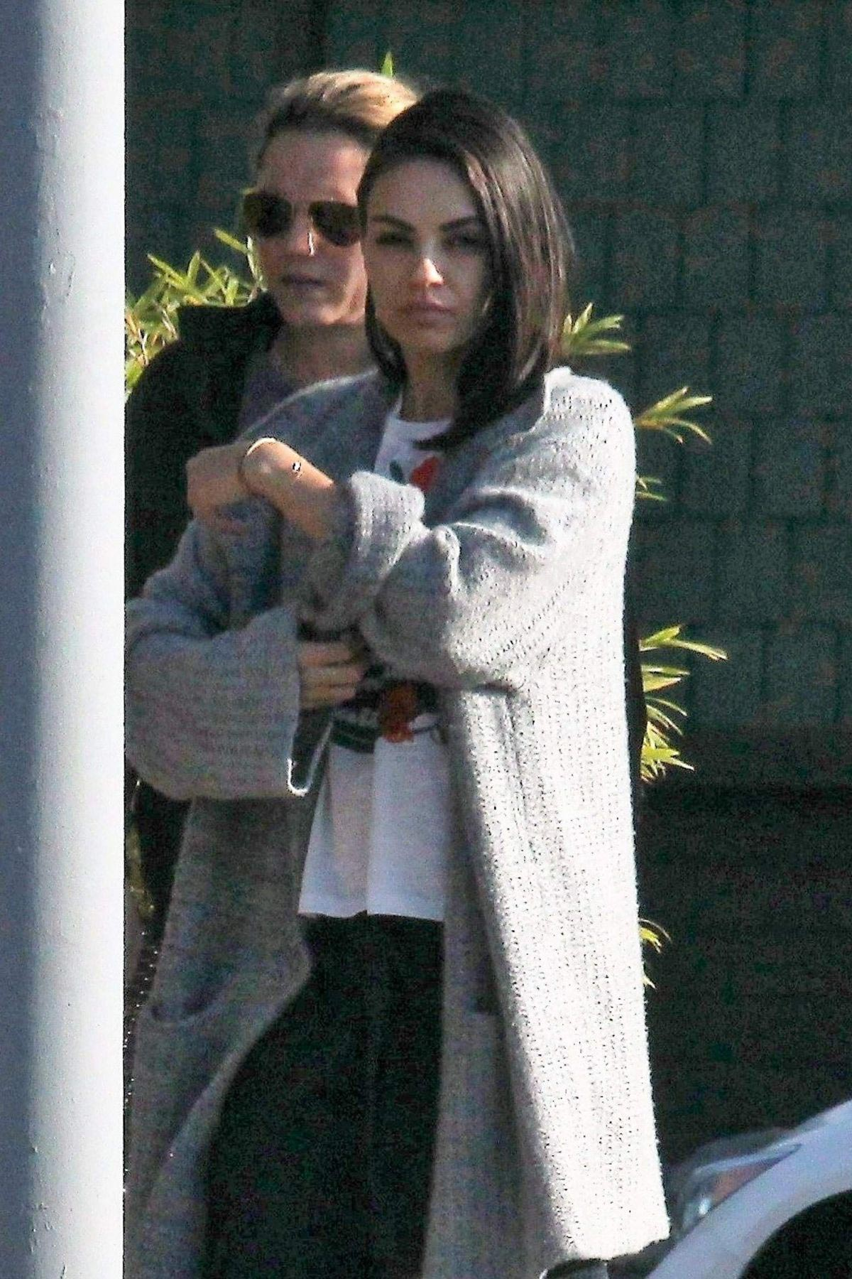 Mila Kunis Out for Lunch in Los Angeles 2018/11/16 1