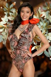 Ming Xi at Victoria's Secret 2018 Show in New York 2018/11/08 4