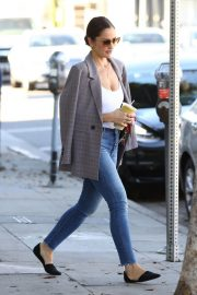 Minka Kelly Out for Smoothie in Los Angeles 2018/11/14 6