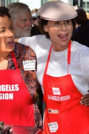 Minnie Driver at Los Angeles Mission Thanksgiving Event 2018/11/21 6