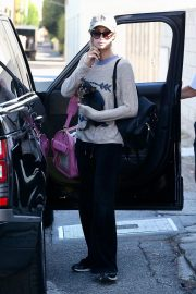 Paris Hilton Out with Her Dog in Beverly Hills 2018/11/02 3