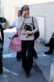 Paris Hilton Out with Her Dog in Beverly Hills 2018/11/02 7