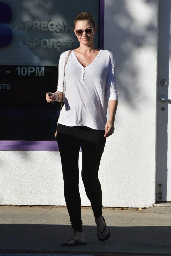 Pregnant Paige Butcher Out in Los Angeles 2018/11/03 1