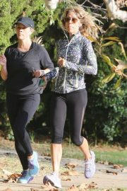 Reese Witherspoon Out Jogging in Brentwood 2018/11/08 3