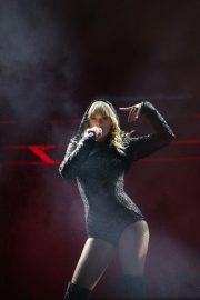 Taylor Swift Performs at Her Reputation Stadium Tour in Auckland 2018/11/09 5
