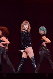 Taylor Swift Performs at Her Reputation Stadium Tour in Tokyo 2018/11/21 3