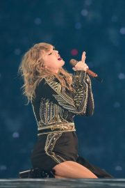 Taylor Swift Performs at Her Reputation Stadium Tour in Tokyo 2018/11/21 7
