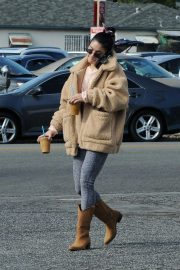 Vanessa Hudgens Out and About in Los Angeles 2018/11/25 1