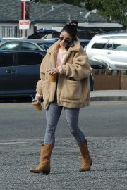 Vanessa Hudgens Out and About in Los Angeles 2018/11/25 3