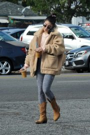 Vanessa Hudgens Out and About in Los Angeles 2018/11/25 6