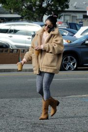 Vanessa Hudgens Out and About in Los Angeles 2018/11/25 9