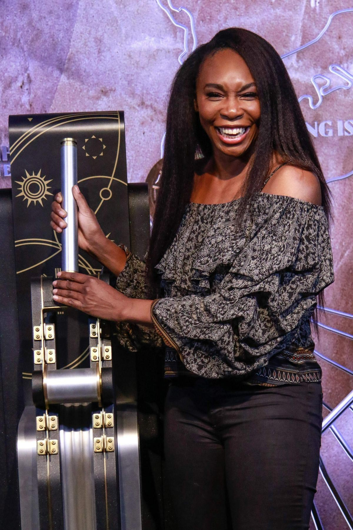 Venus Williams Lights Empire State Building in Support of Small Business 2018/11/21 1