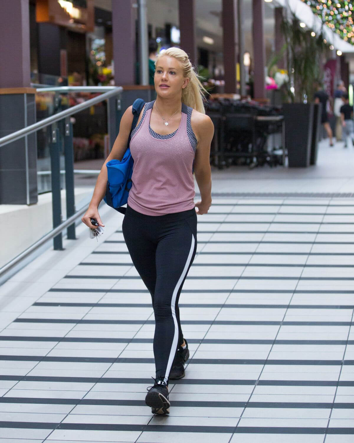 Ali Oetjen at a Gym in Melbourne 2018/17/12 1