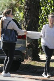 Amanda Seyfried Has Art Frame Delivered to Her Home in Los Angeles 2018/11/30 1