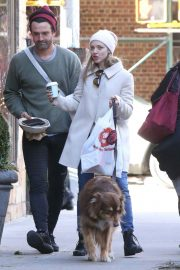 Amanda Seyfried Out with Her Dog in New York 2018/12/07 2