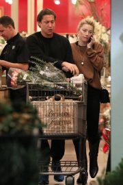 Amber Heard and Vito Schnabel Out Shopping in Los Angeles 2018/12/21 5