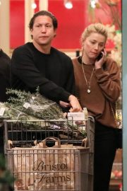Amber Heard and Vito Schnabel Out Shopping in Los Angeles 2018/12/21 7