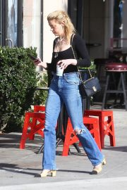Amber Heard in Ripped Jeans at Cafe D'Etoile in Hollywood 2018/12/20 3