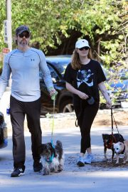 Amy Adams Out Hiking with Her Dogs in Beverly Hills 2018/12/01 2