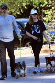 Amy Adams Out Hiking with Her Dogs in Beverly Hills 2018/12/01 3