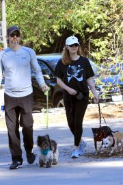 Amy Adams Out Hiking with Her Dogs in Beverly Hills 2018/12/01 4