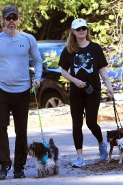 Amy Adams Out Hiking with Her Dogs in Beverly Hills 2018/12/01 5