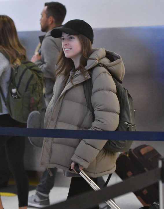Anna Kendrick at Los Angeles International Airport 2018/12/28 1