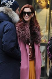 Anne Hathaway on a the Set of Modern Love in New York 2018/11/30 4