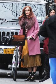 Anne Hathaway on a the Set of Modern Love in New York 2018/11/30 8