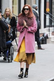 Anne Hathaway on a the Set of Modern Love in New York 2018/11/30 9