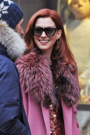 Anne Hathaway on the Set of Modern Love in New York 2018/12/03 3