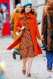 Anne Hathaway on the Set of Modern Love in New York 2018/12/03 6