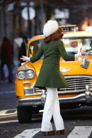 Anne Hathaway on the Set of Modern Love in New York 2018/12/03 10