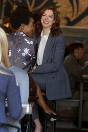 Anne Hathaway on the Set of Modern Love in New York 2018/12/04 4