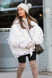 Ariana Grande Out in New York 2018/12/07 1