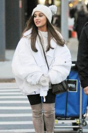 Ariana Grande Out in New York 2018/12/07 4